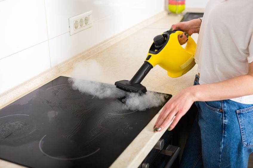 Reinigung Küche mit kabellosem Dampfreiniger