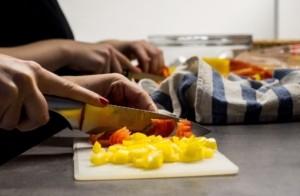 Kochmesser scharf vorsichtig schneiden