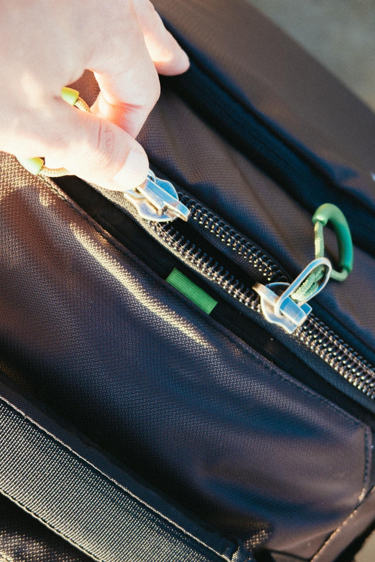 Gute Leder Laptoptaschen haben gute Reißverschlüsse