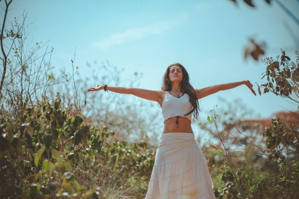 Maca Pulver erhöht durch eine Vielzahl gesunder Inhaltsstoffe das körperliche Wohlbefinden
