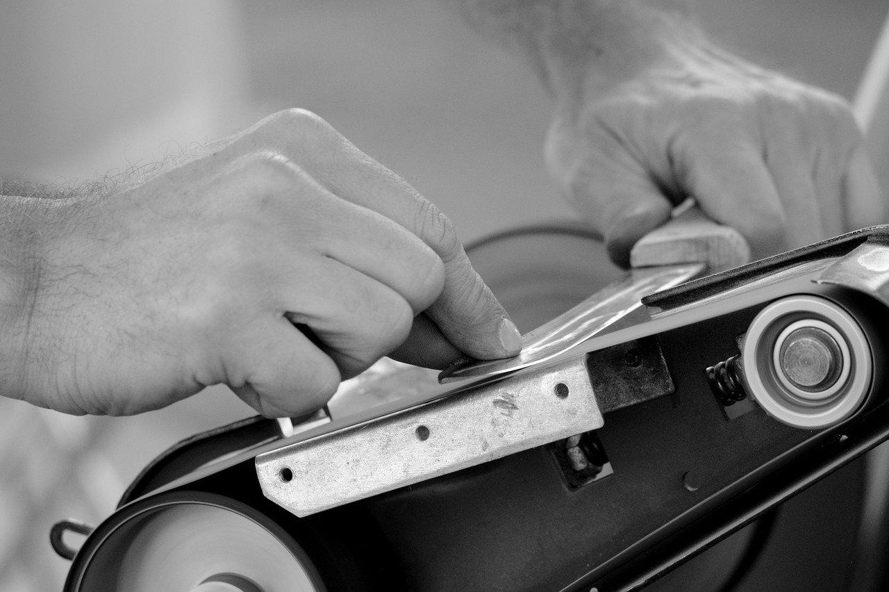 Dank eines Keramik Wetzstahls werden keine großen Maschinen zum schärfen mehr benötigt.