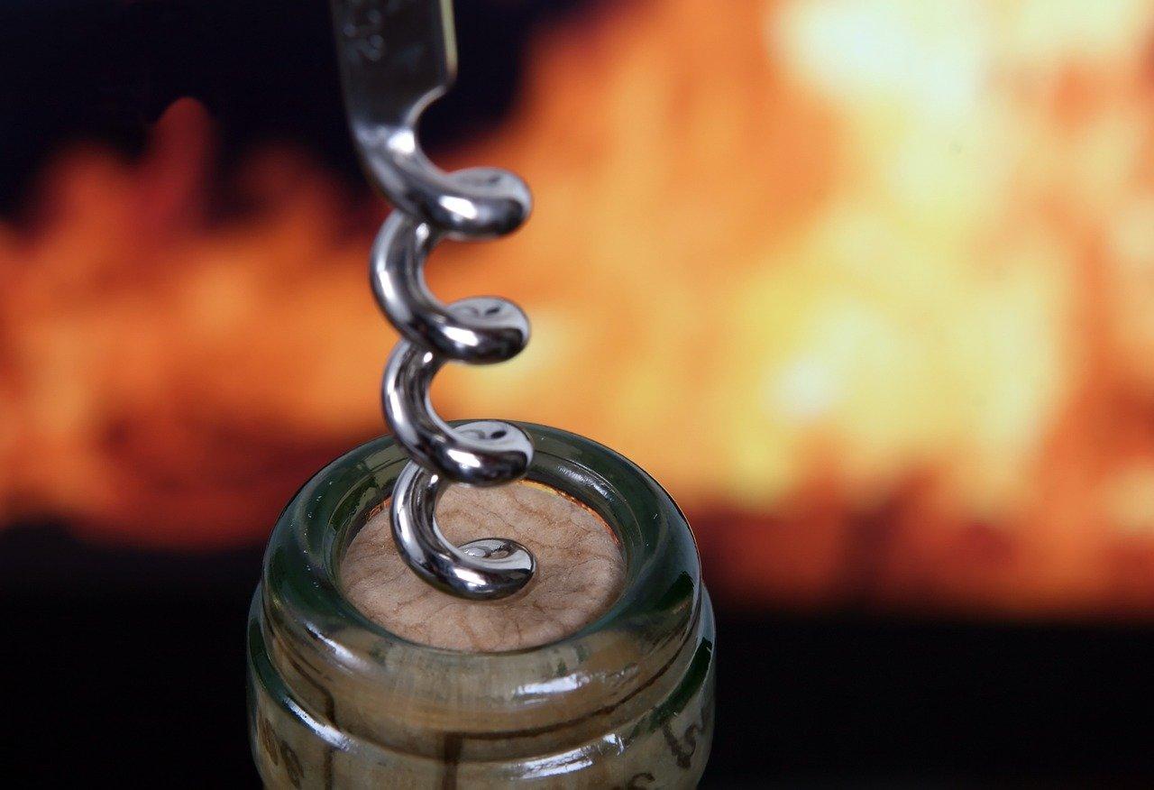 Die Funktionsweise von Korkenziehern ist simple. Und zum öffnen wird gar nicht so viel Kraft benötigt, wie einige vielleicht denken.