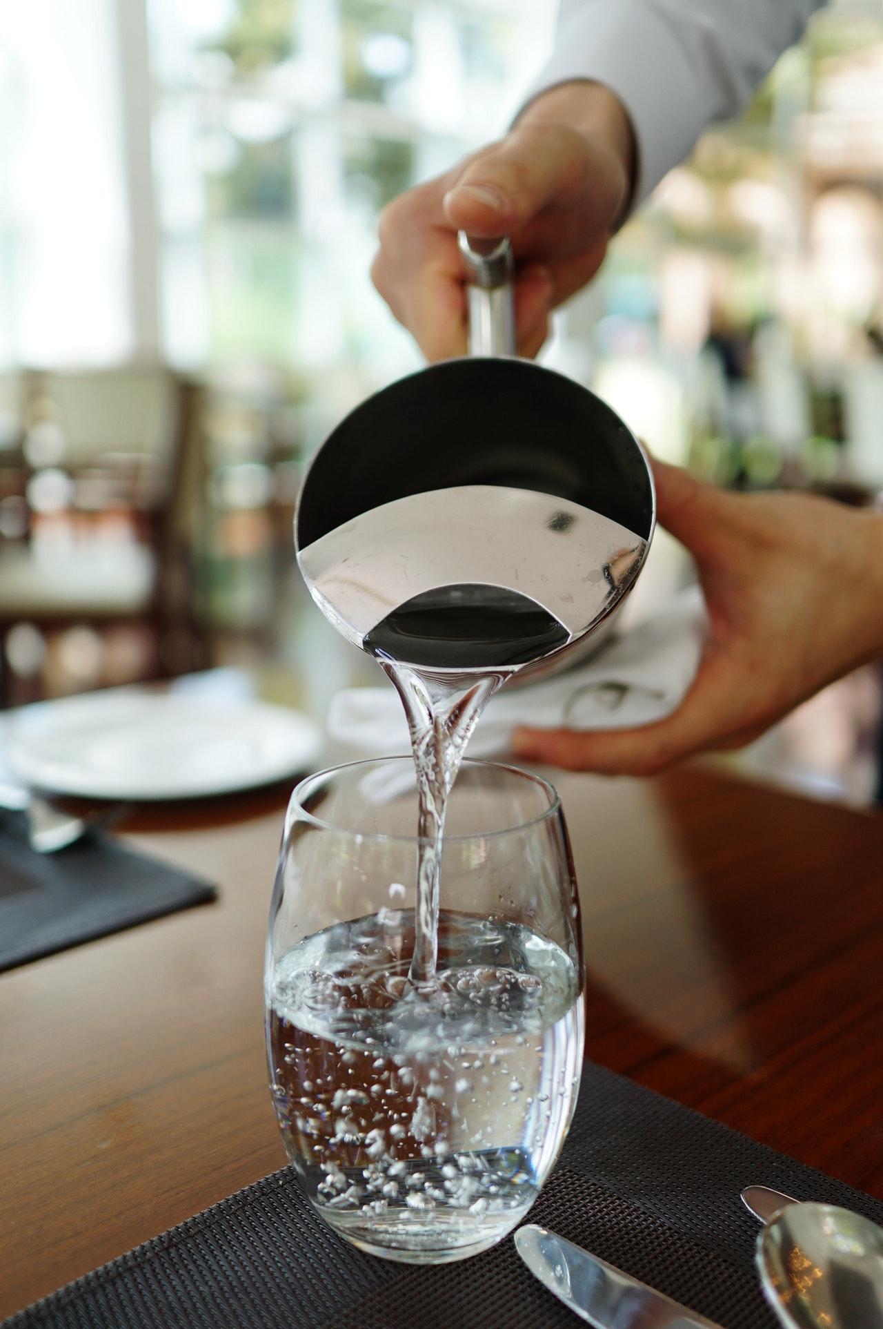 Gesundes Wasser aus Wasserionisierer