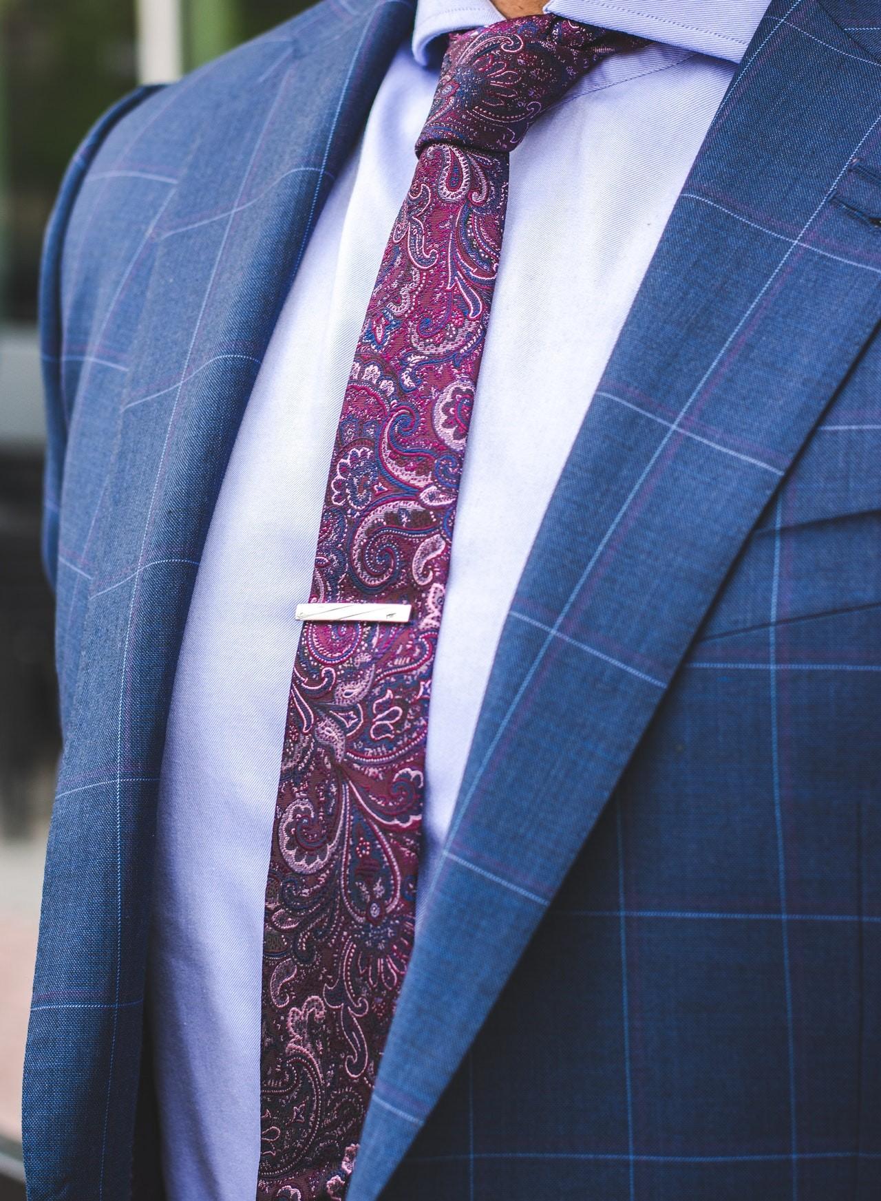 Auf einem Herrendiener sind Deine Klamotten immer faltenfrei.