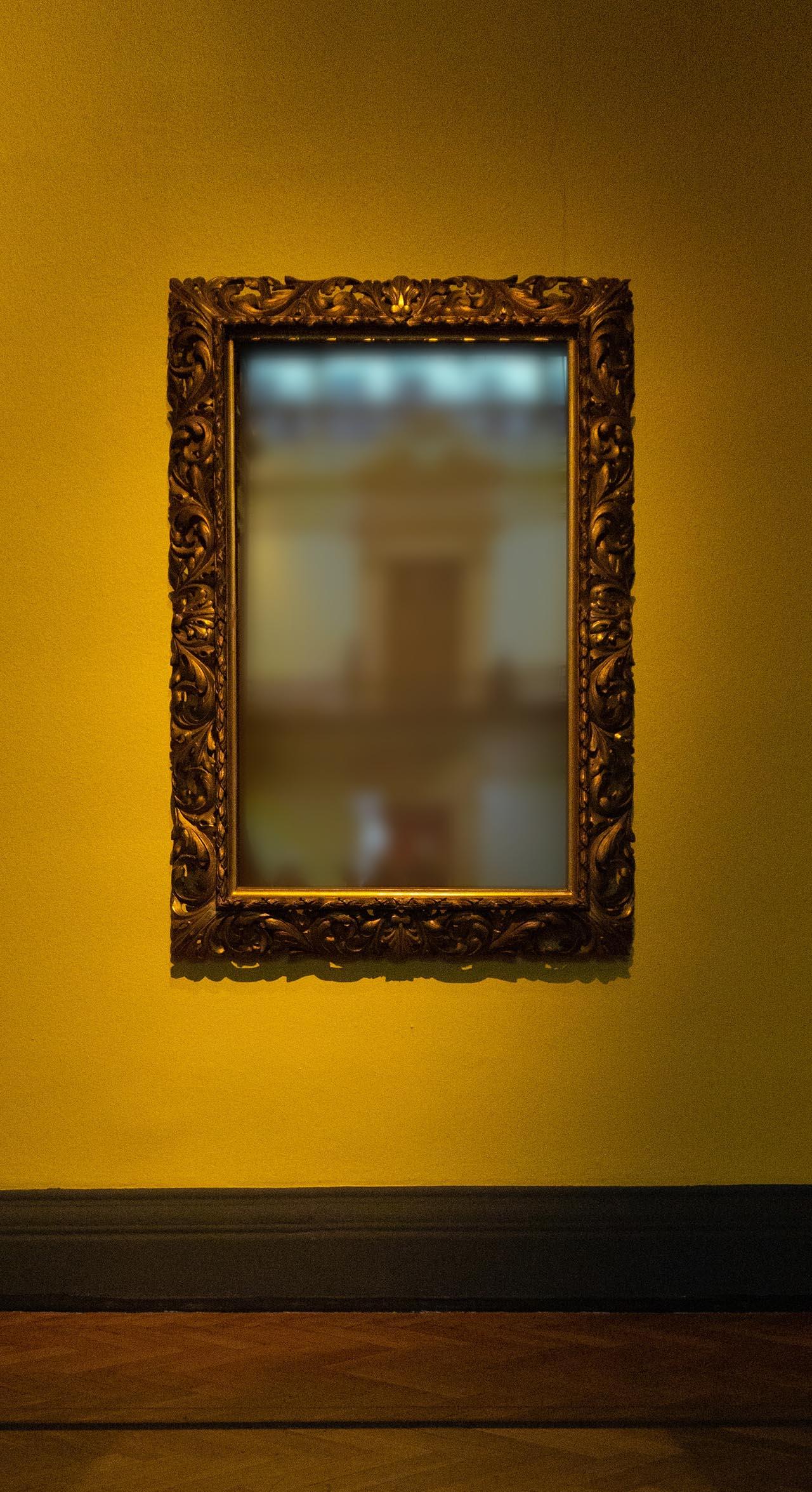 Großer, rechteckiger und wandhängender Barockspiegel.