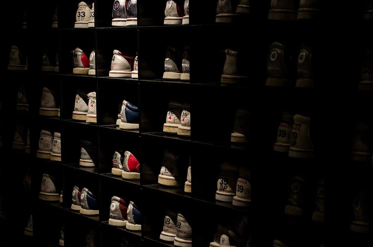 Ist dein Schuhregal zu dunkel, kannst Du dir auch eine Beleuchtung einbauen.