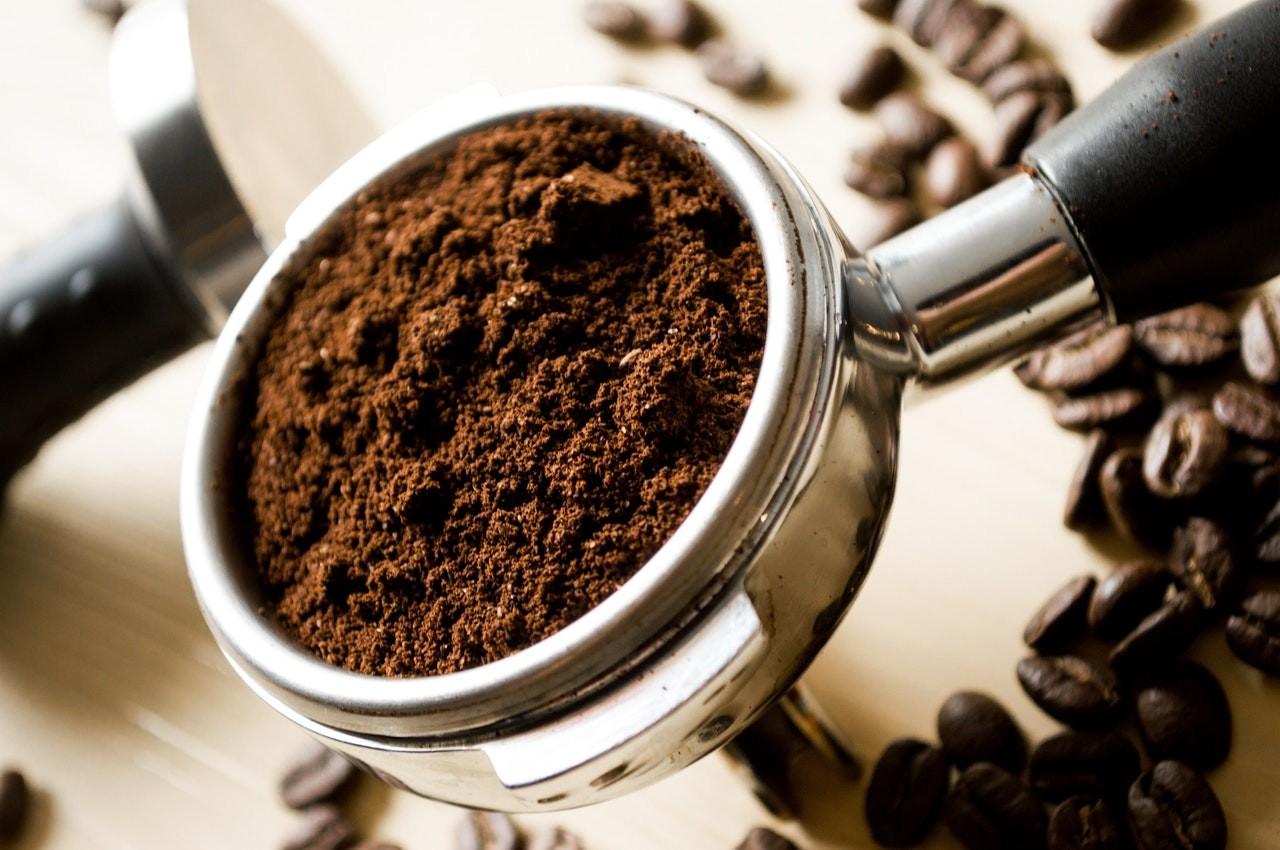 Frische Kaffeebohnen haben mehr Aroma als fertiges Pulver.