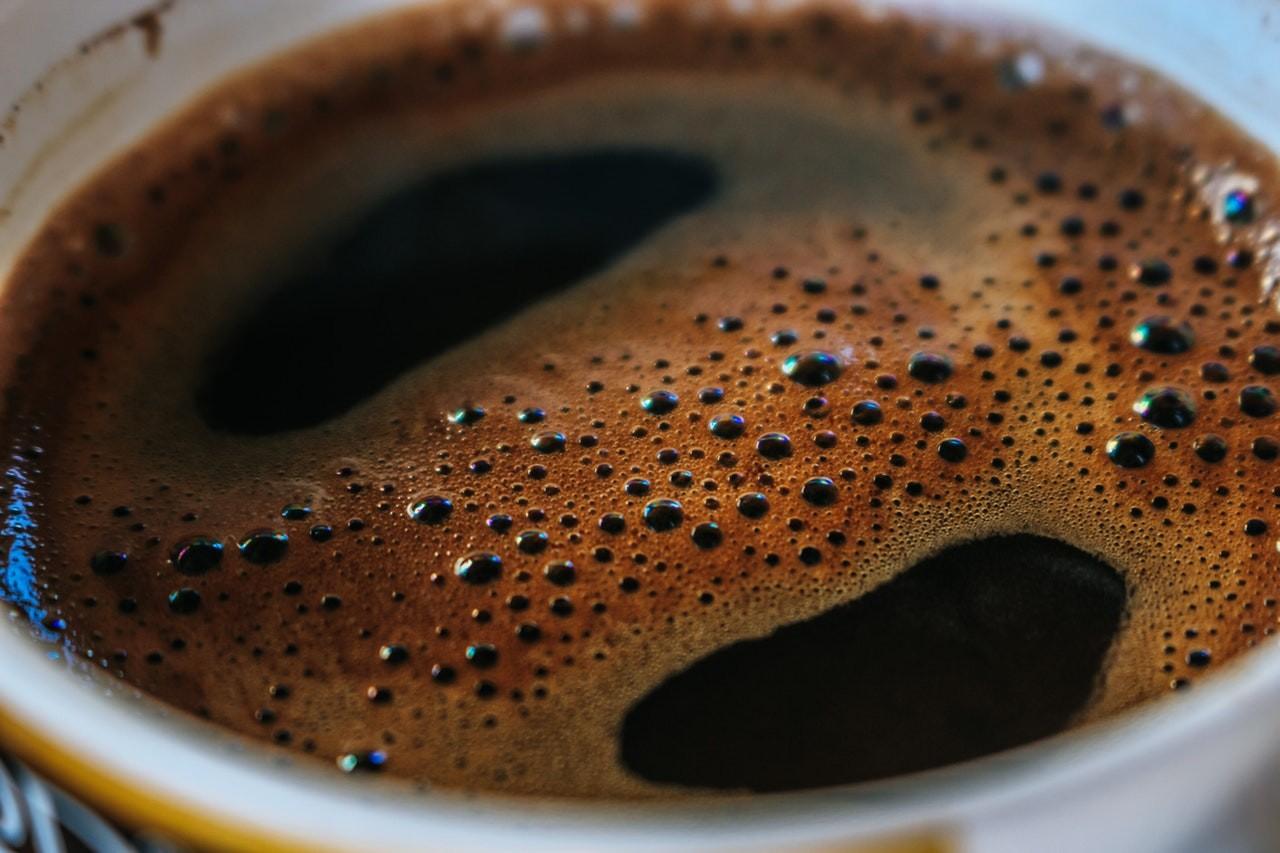 Guter Kaffee ist maßgeblich von der Qualität des Kaffeepulvers abhängig. Aber auch die richtige Zubereitung ist entscheidend.