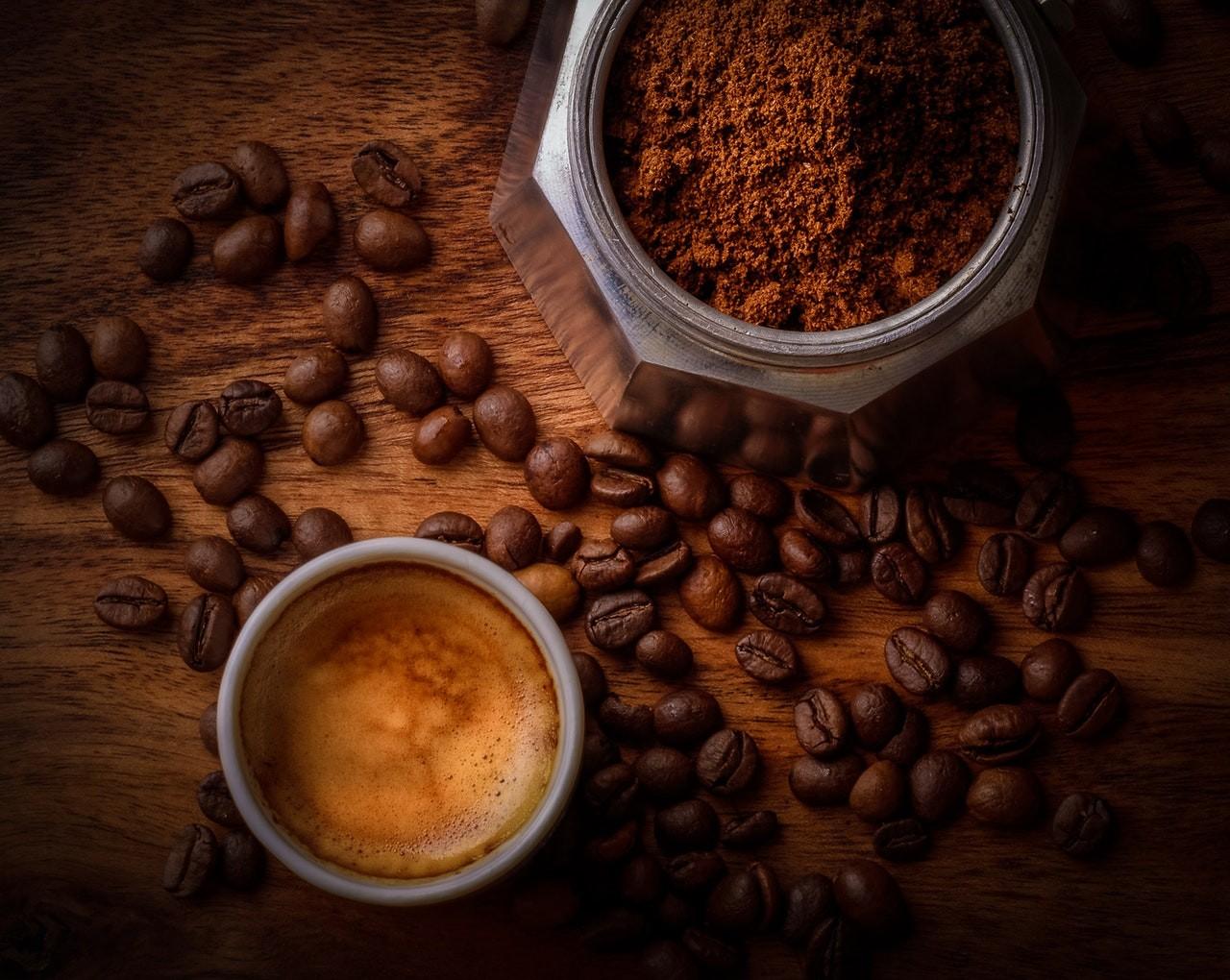 Gutes Kaffeepulver besteht aus hochwertigen Bohnen.