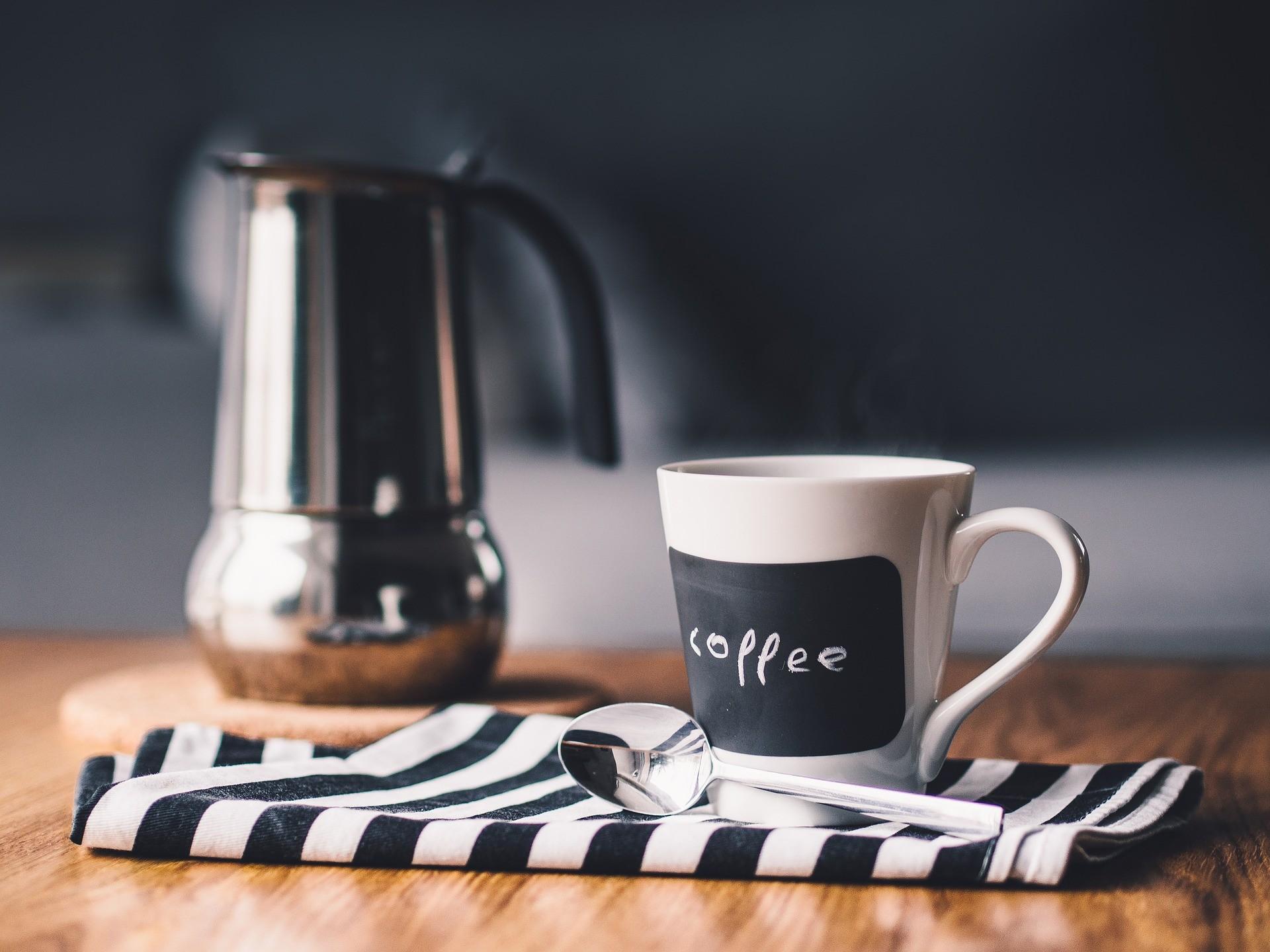 Kaffeemaschine mit Thermoskanne fuer verschiedene Sorten Kaffee