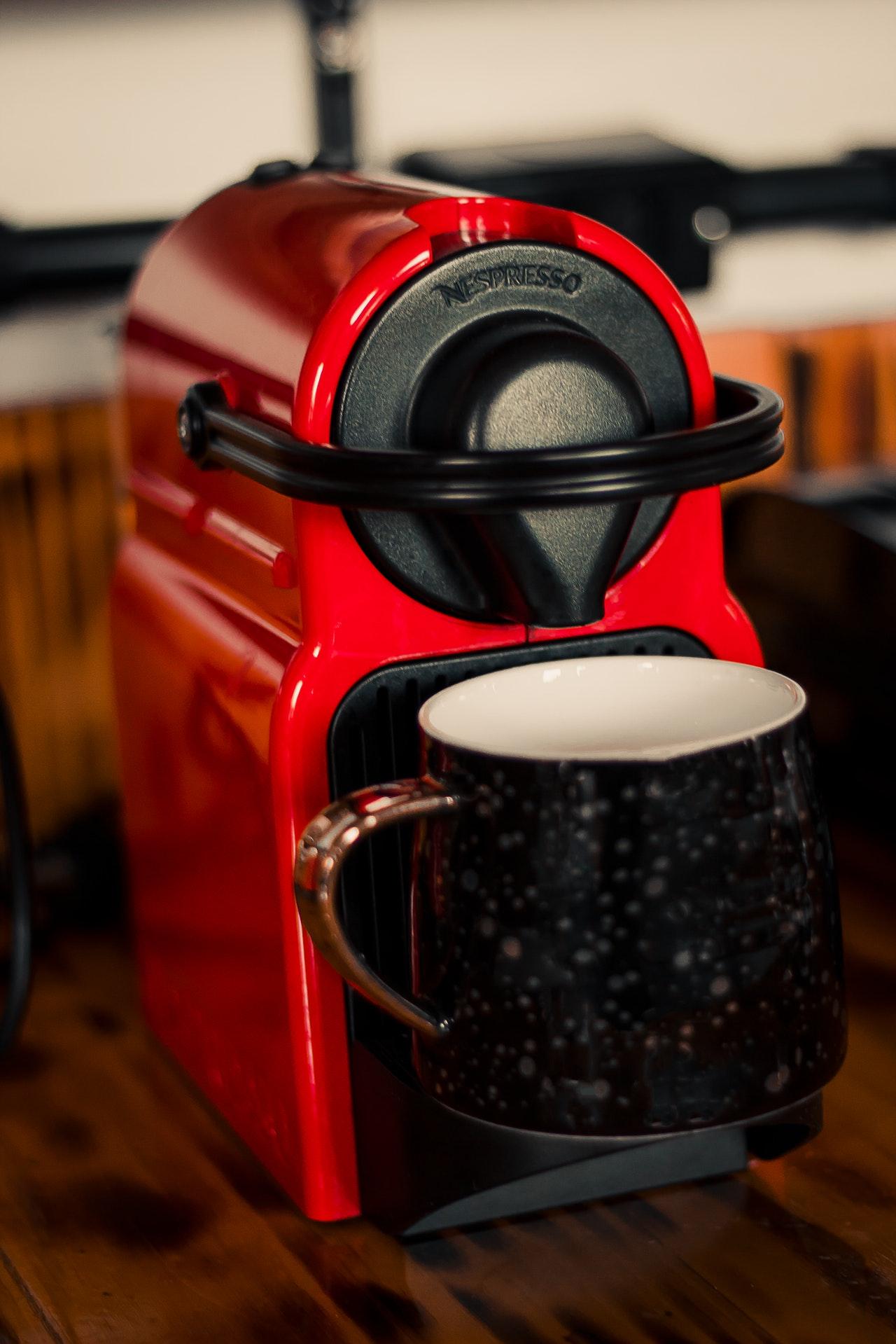 Es gibt auch besonders kleine Kaffeepadmaschinen, welche auch einen guten Kaffee zubereiten.