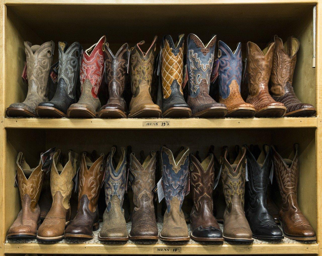 Achte bei der Auswahl unbedingt auf die richtige Höhe deines Schuhschranks, um zu verhindern das am Ende Deine Schuhe nicht hinein passen.