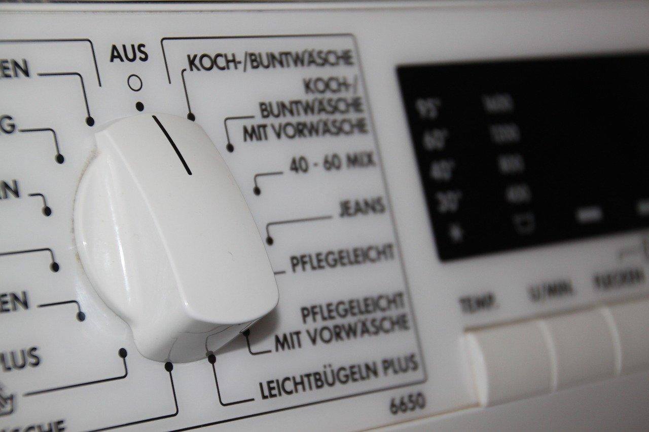 Die Bedienung von Topladern ist ähnlich einfach wie bei normalen Waschmaschinen.