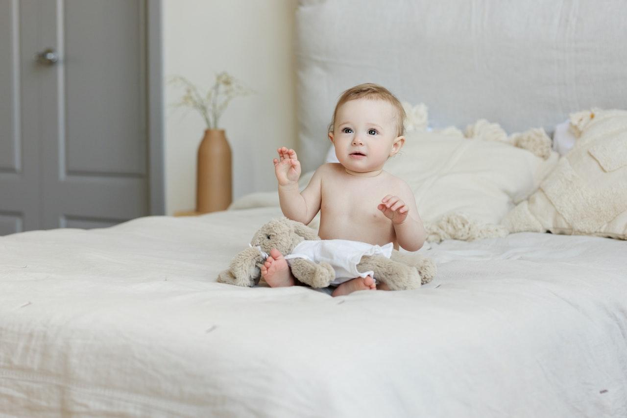 Mit einem Babykopfkissen können Verformungen des Kopfes bei Säuglingen korrigiert werden.