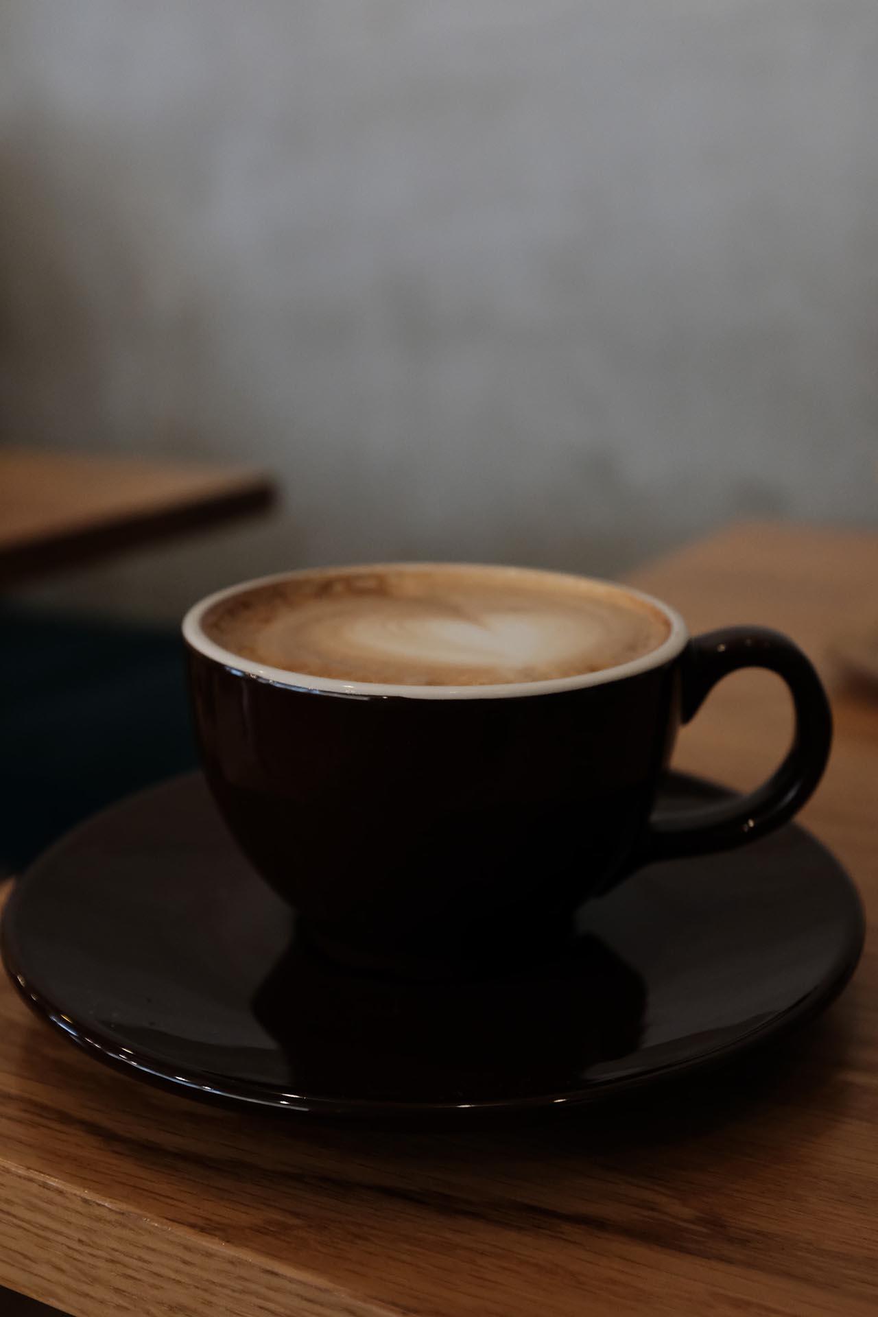 Mit einem Bosch Kaffeevollautomat bereitest Du dir ganz einfach und schnell leckeren Kaffee Zuhause zu.