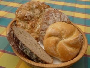 Brotkorb kann aus verschiedenen Materialien sein