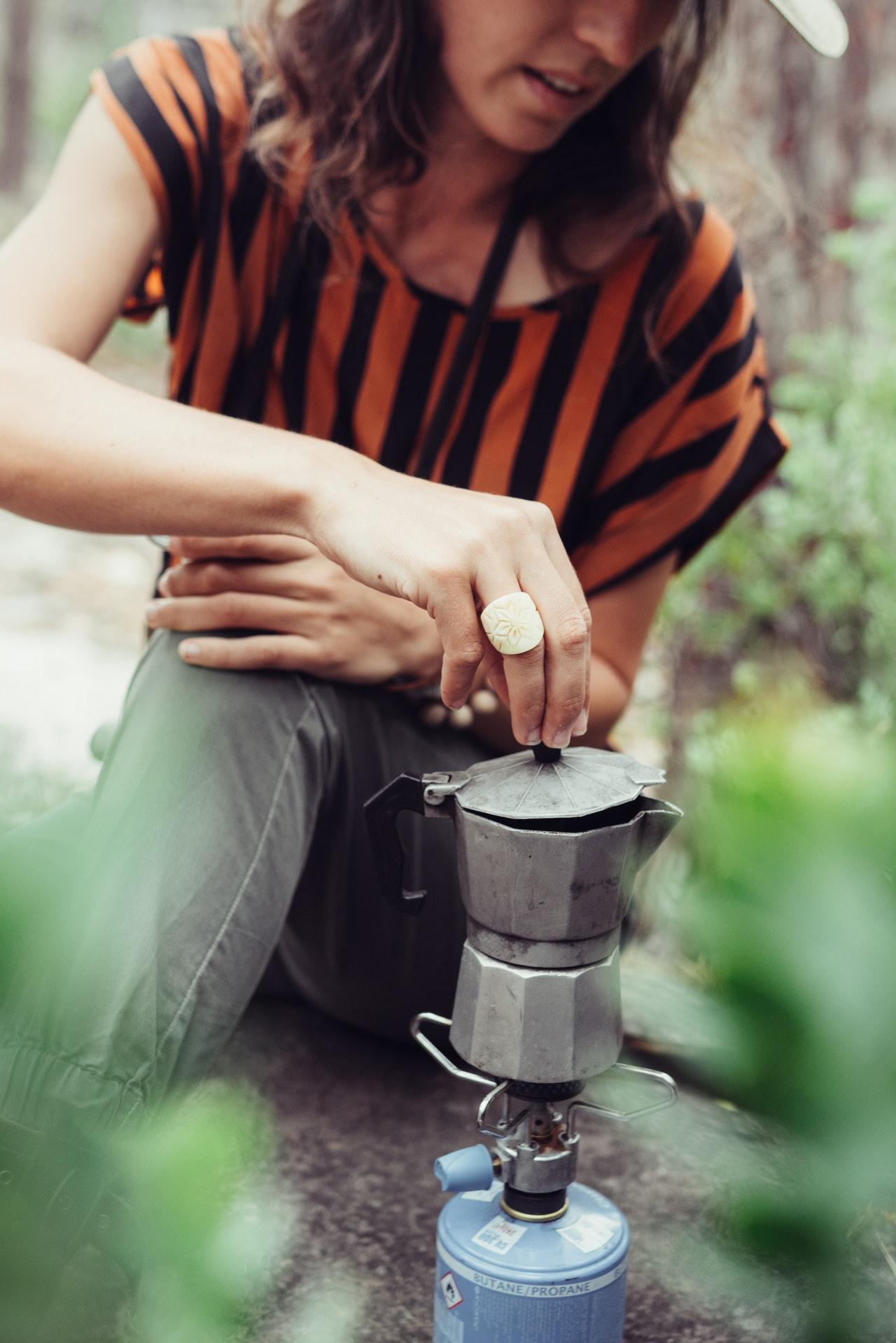 Kaffeekocher werden besonders häufig für den Outdoor-Bereich verwendet. Sie eignen sich gut für kleine Campingkocher.