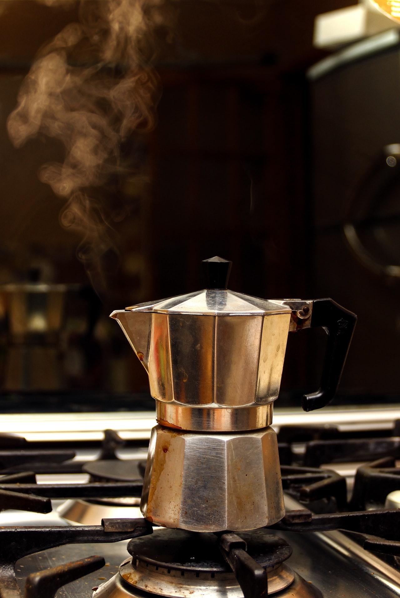 Edelstahl Kaffeekocher eignen sich für so ziemlich jeden Herd-Typ.