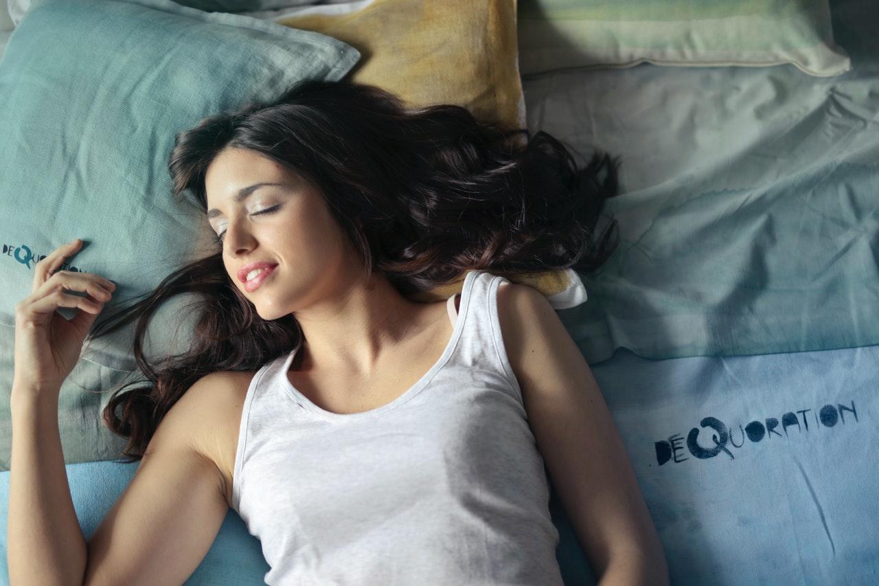 Ein gutes klappbares Gästebett bietet ähnlichen Komfort wie ein normales Bett.