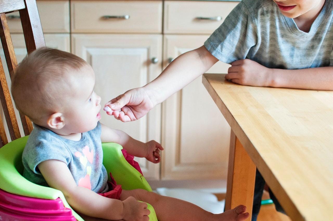 Ein Babykostwärmer ist das perfekte Utensil die Babynahrung aufzuwärmen. Er bietet viele praktische Funktionen, welche die Anwendung kinderleicht gestalten.