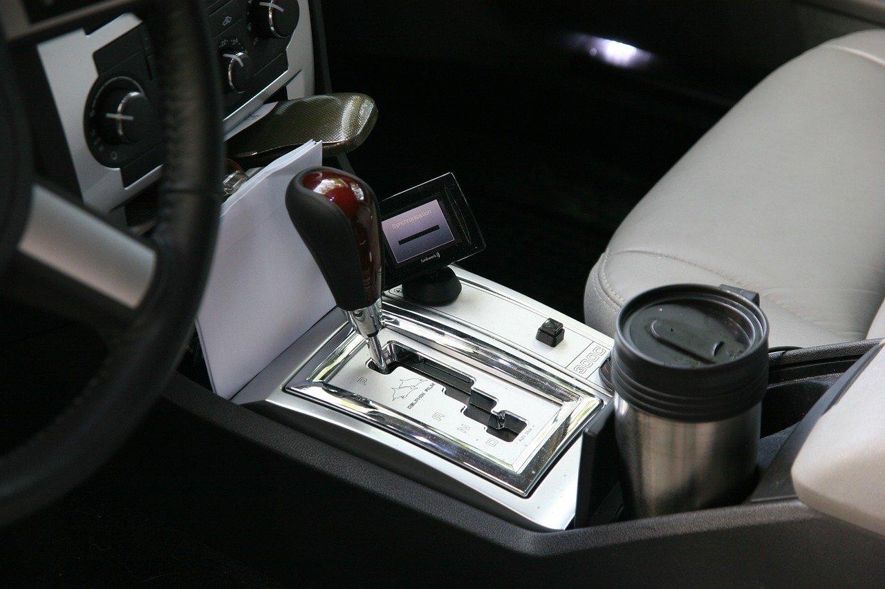 Kaffee to go Becher eignen sich auch hervorragend für das Auto, denn sie sind sicher verschließbar.
