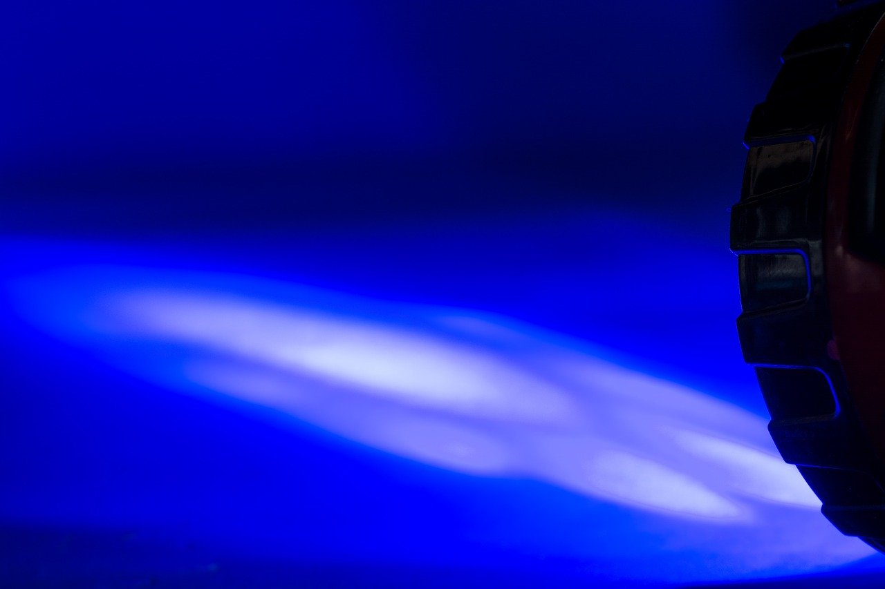 Bei einer guten LED Taschenlampe lässt der Lichtstrahl oft anpassen. So kann beispielsweise der Winkel des Strahls individuell angepasst werden.