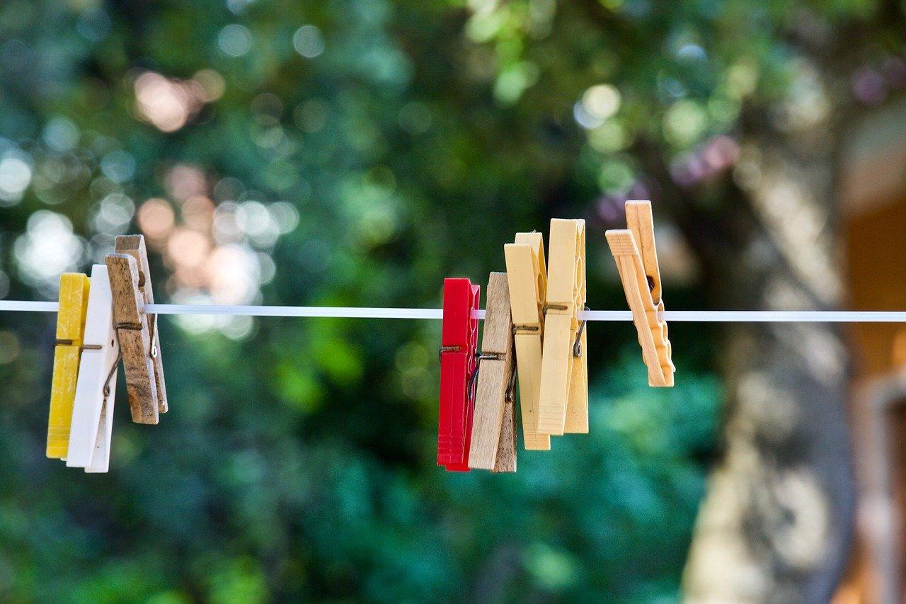 Mit einem Wäschetrockner musst Du endlich keine Wäsche mehr aufhängen. Das spart nicht zur Zeit, sondern auch Platz.
