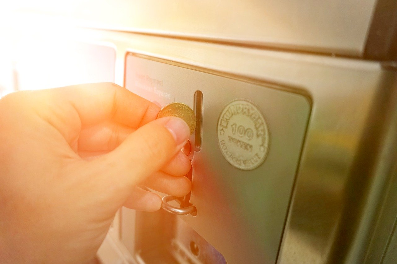 Zwar sind Waschtrockner ziemlich teuer in der Anschaffung, jedoch sparst Du dir das Geld und den Platz für einen zusätzlichen Trockner.