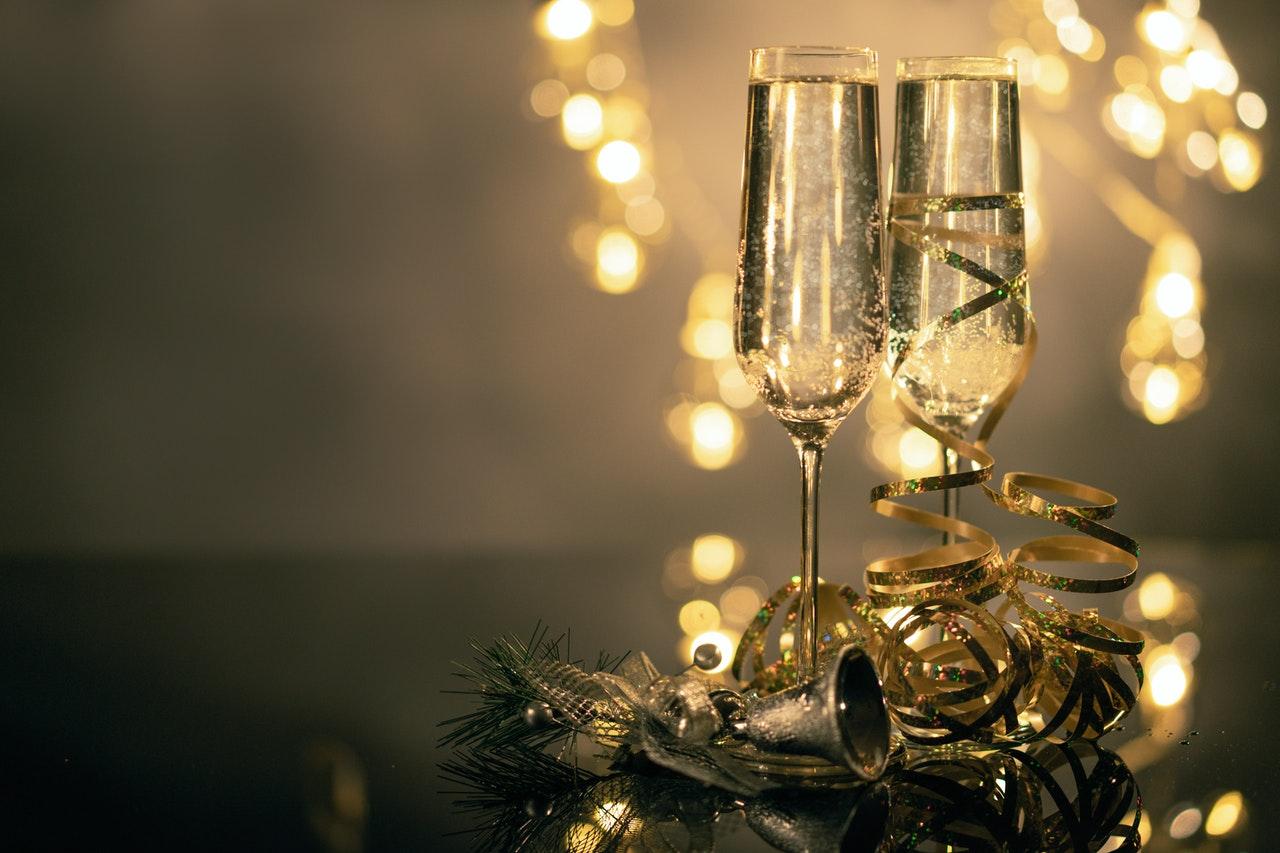Ein besonderer Anlass ohne ein schönes Glas Champagner? Das geht gar nicht! Achte deshalb darauf, dass Du genug Champagnergläser hast.