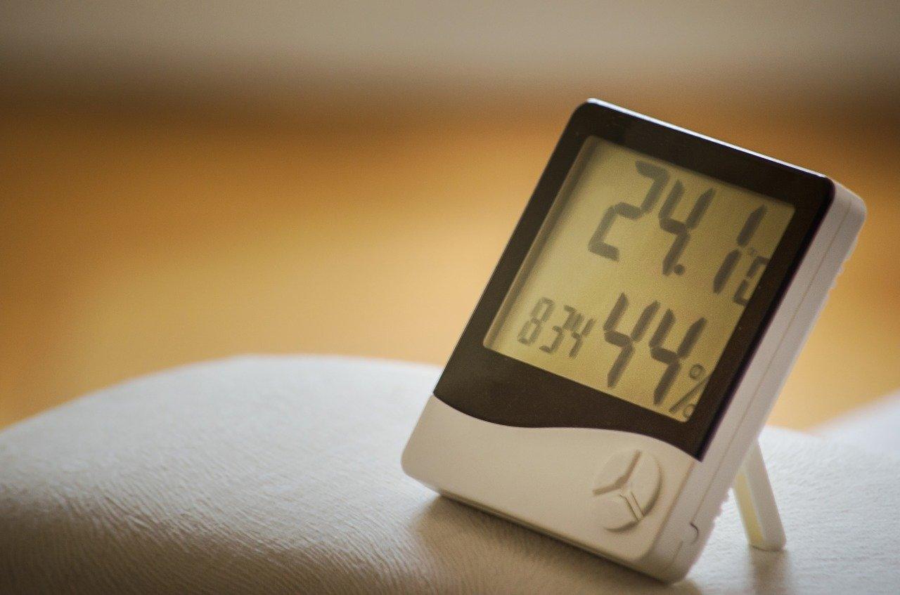 Solche digitalen Thermometer können wir ja alle. Genau solche gibt es aber auch als Backofenthermometer.