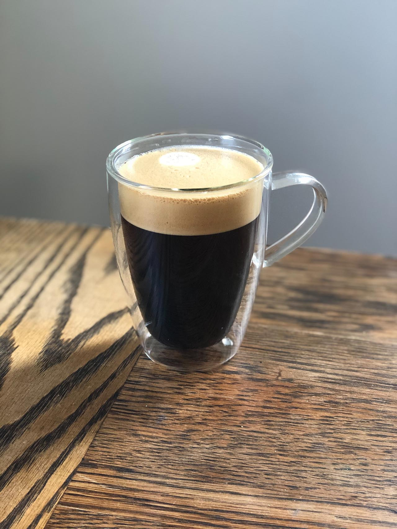 Mit einer Dolce Gusto Maschine bereitest Du Dir schnell und einfach leckeren Kaffee jeder Art zu.