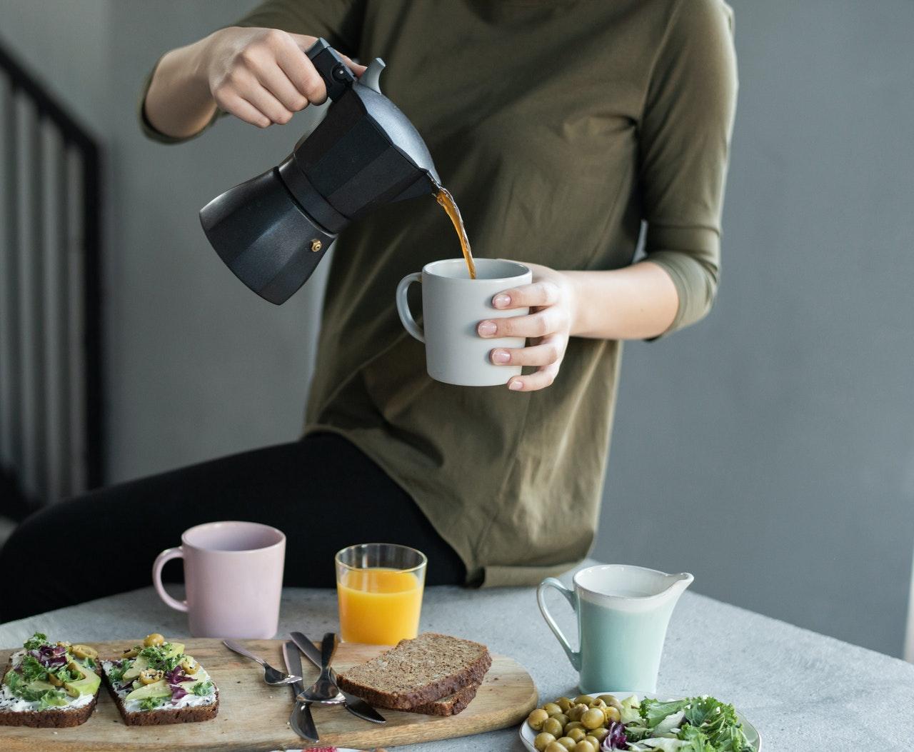 Induktion Espressokocher bestehen häufig aus Aluminium oder Edelstahl.