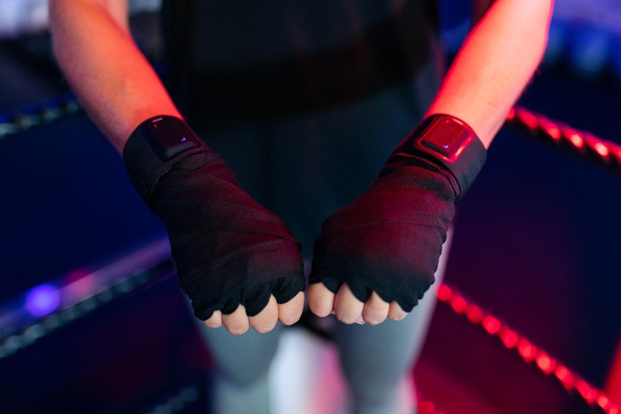 Schütze beim Training am Doppelendball besser deine Hände um Verletzungen zu vermeiden.