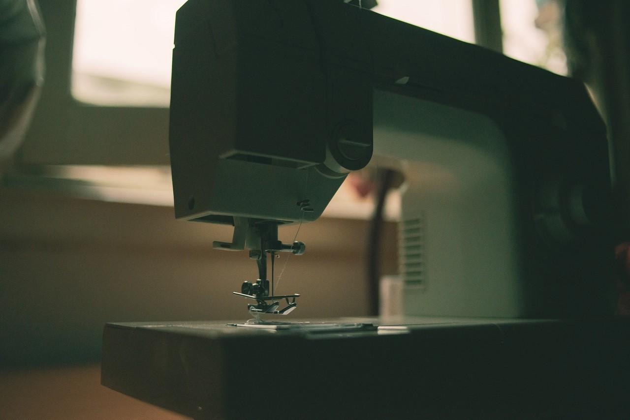 Die Auswahl an Nähmaschinen ist schier unendlich. Informiere dich vor einem Kauf genau über die Modelle oder lasse dich von einem Fachmann beraten.