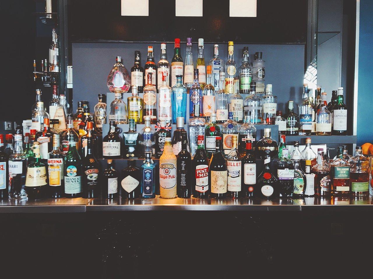Bar Butler gibt es für die unterschiedlichsten Flaschen und Spirituosen. Die meisten Modelle verfügen über universelle Anschlüsse.