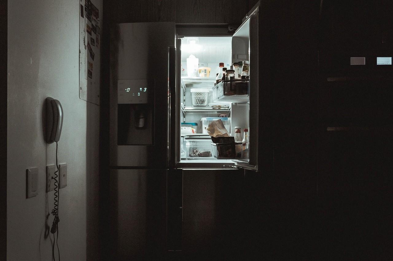 Eine Einbau-Kühl-Gefrierkombination vereint zwei Geräte in einem.