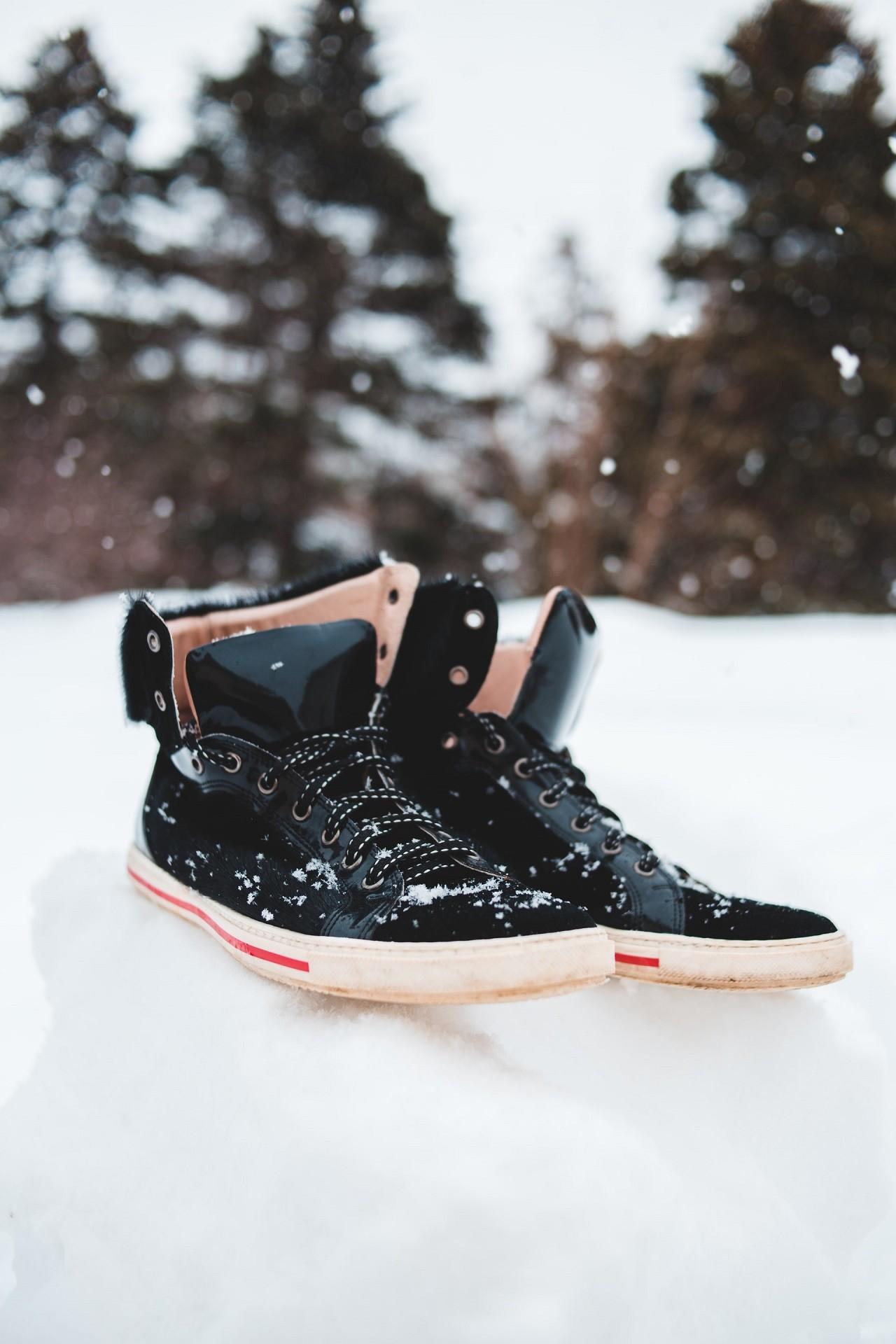 Mit einem elektrischen Schuhtrockner sind Deine Schuhe auch nach einer langen Wanderung im Schnee am nächsten Morgen wieder trocken.