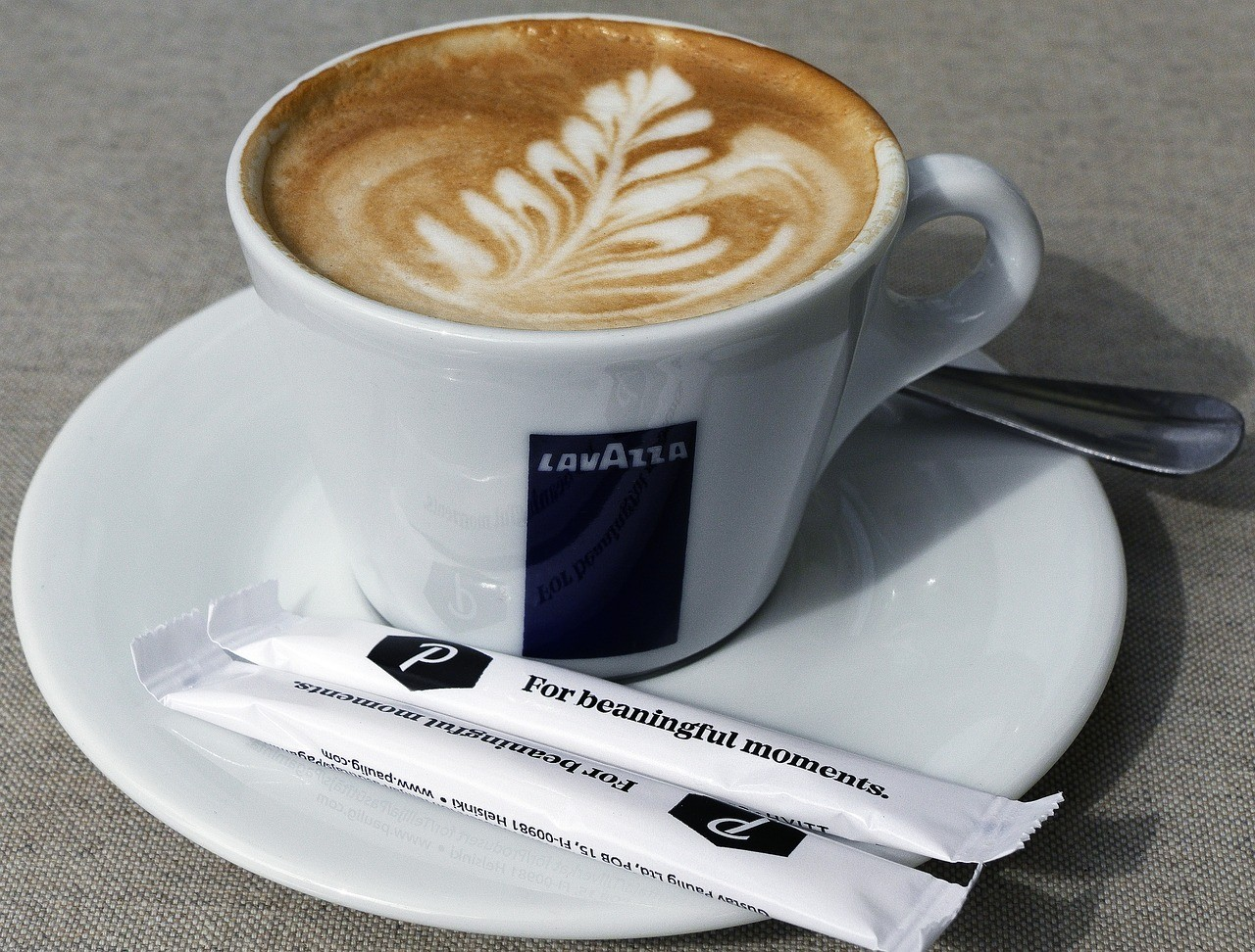 Mit einer modernen Lavazza A Modo Mio Kapselmaschine, machst Du dir ganz einfach und schnell einen Kaffee wie aus einem Coffeeshop.