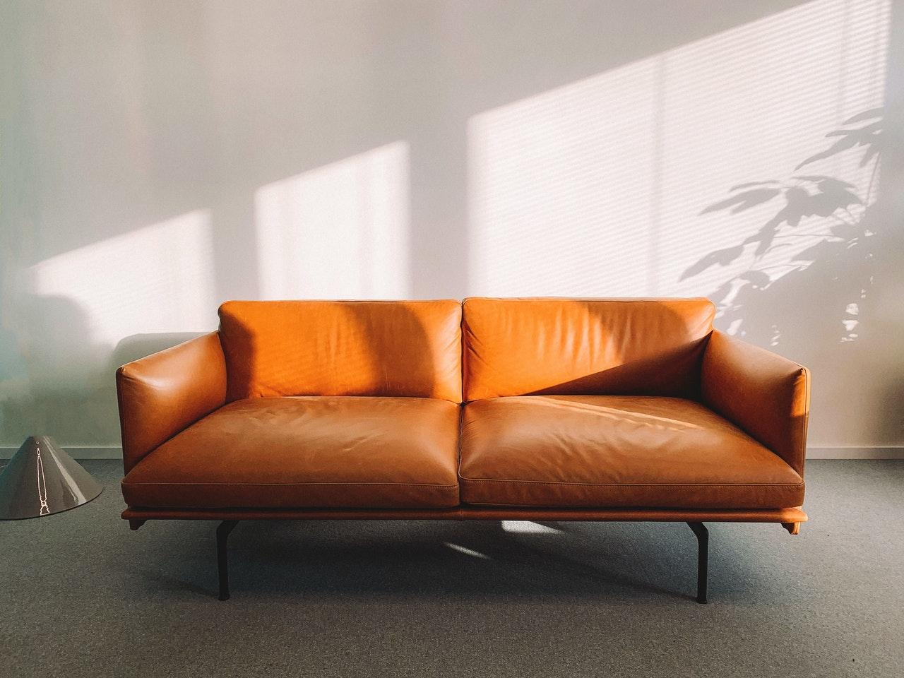 Auch Möbel aus Leder können mit einem guten Lederöl gepflegt werden.