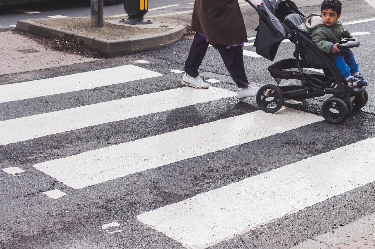 Buggy Boards gibt es in unterschiedlichen Ausführungen. Da ist auch für Deinen Kinderwagen das richitge Modelle dabei.