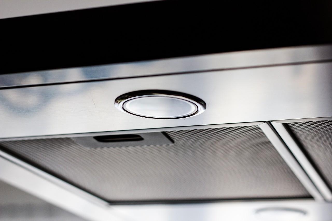 Wie auch andere Dunstabzugshauben, haben auch Flachschirmhauben in der Regel eine Beleuchtung integriert.