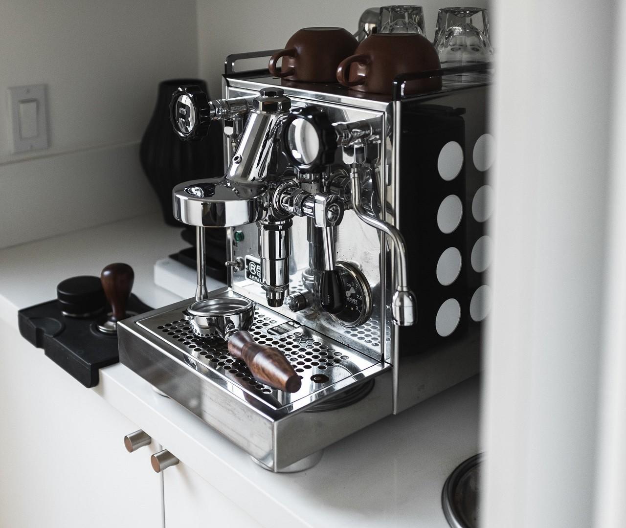 Lelit Espressomaschinen sind etwas hochpreisiger, jedoch überzeugen sie durch ihre besonders gute Qualität.