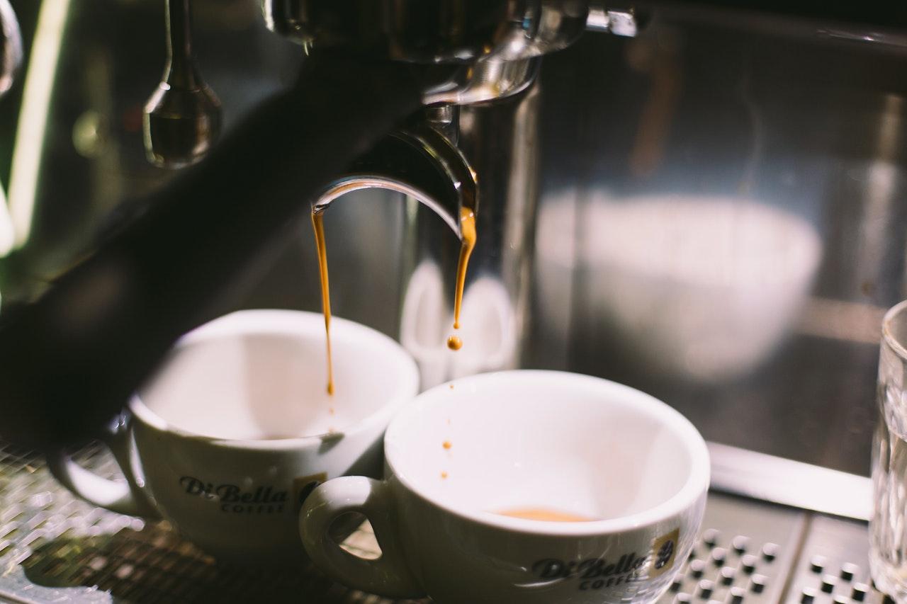 Hole Dir mit einer Solac Kaffeemaschine den ultimativen Kaffeegenuss zu Dir nach Hause.