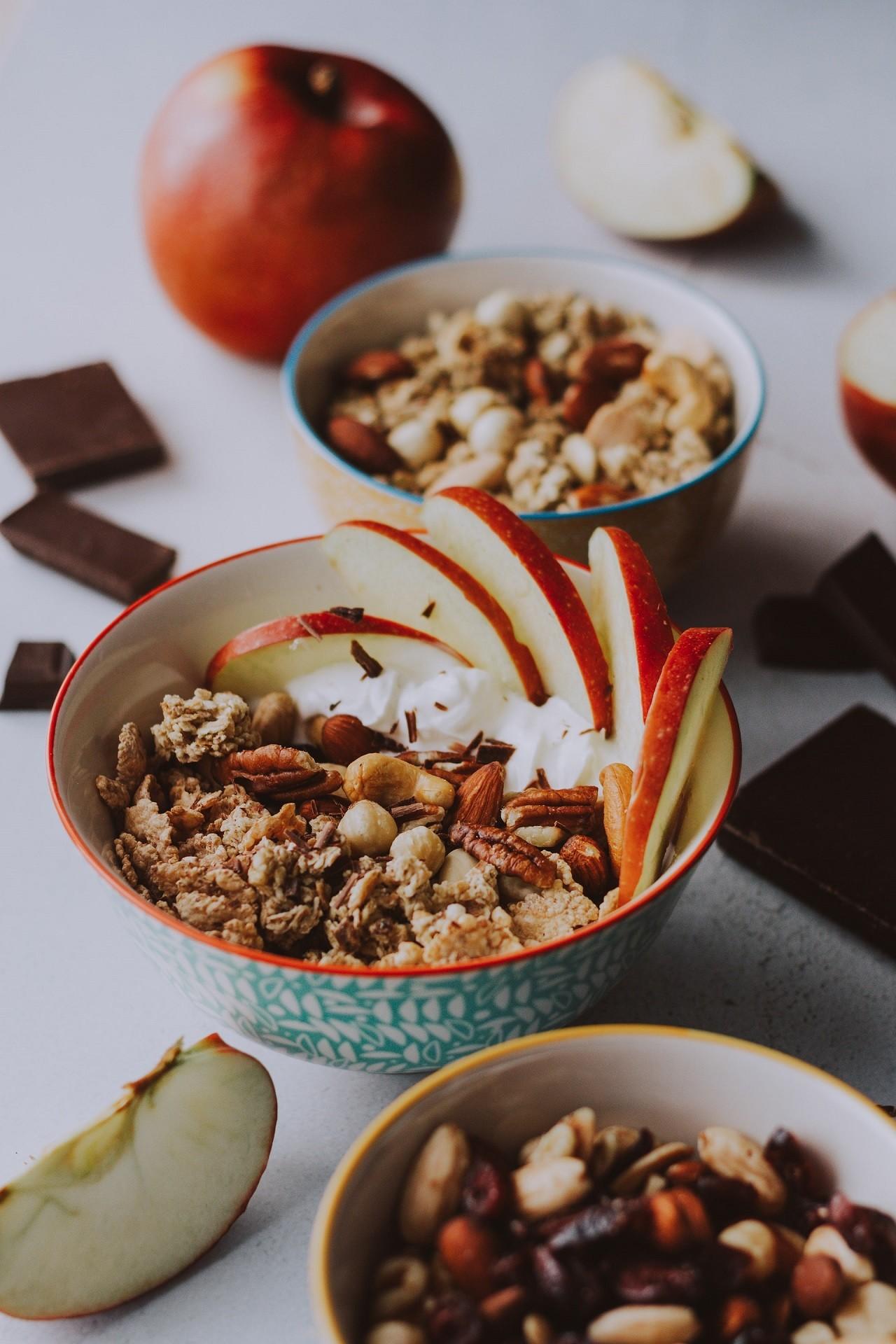 Ein Apfelschneider schneidet Obst immer in gleichmäßige Stücke.