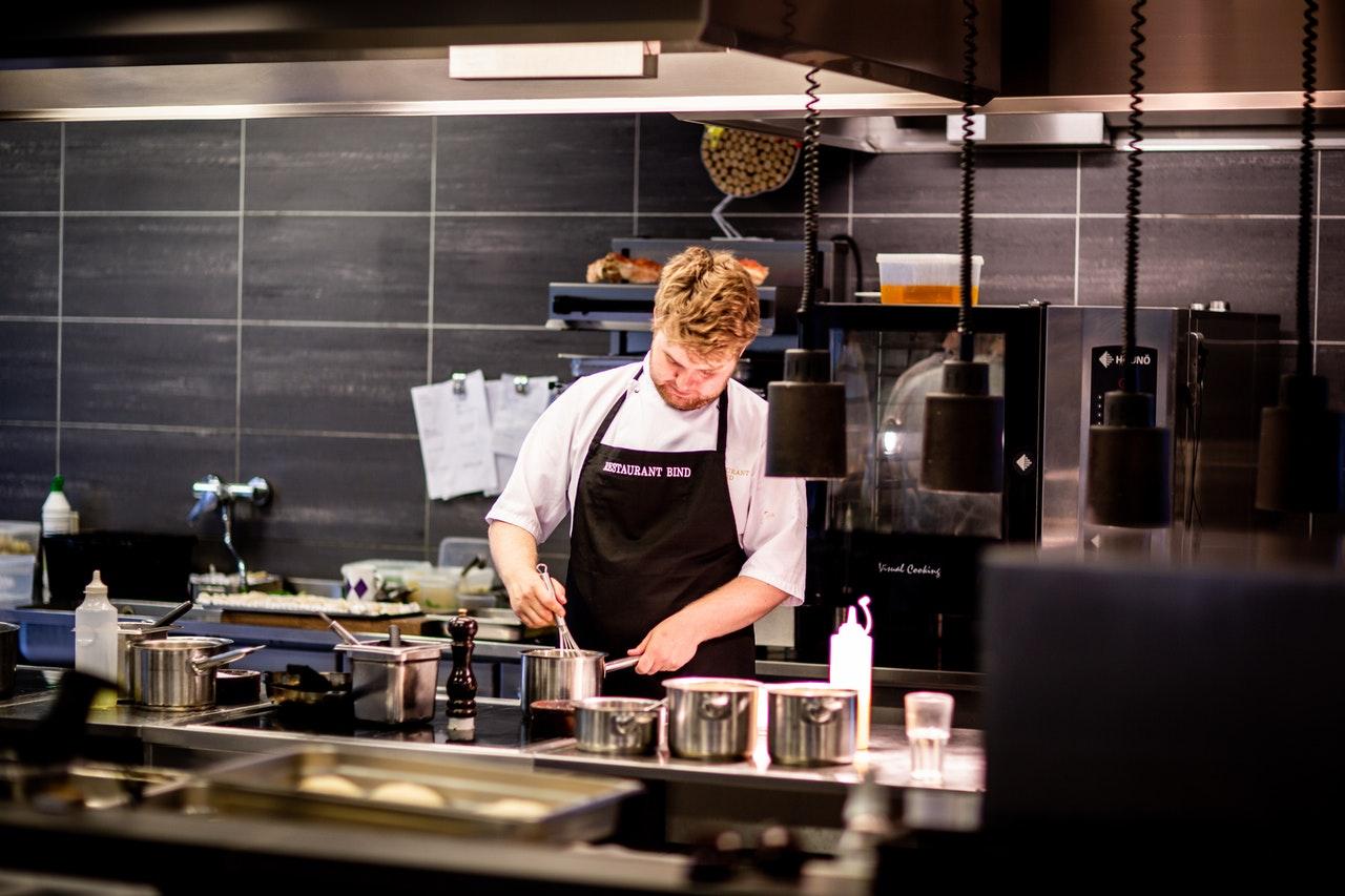 Inselhauben kommen häufig in großen Profi- und Studioküchen zum Einsatz.