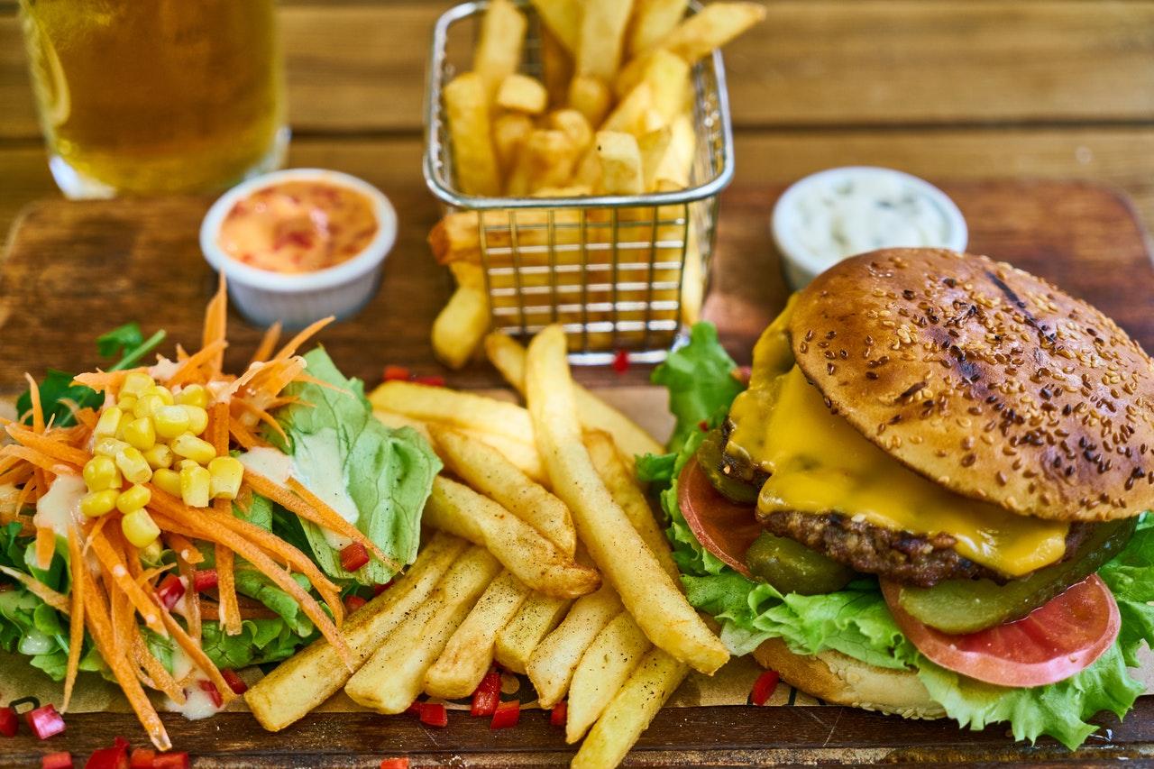 Mit einer eigenen Kaltzonen Fritteuse bereitest Du frittierte Speisen einfach selbst zu.