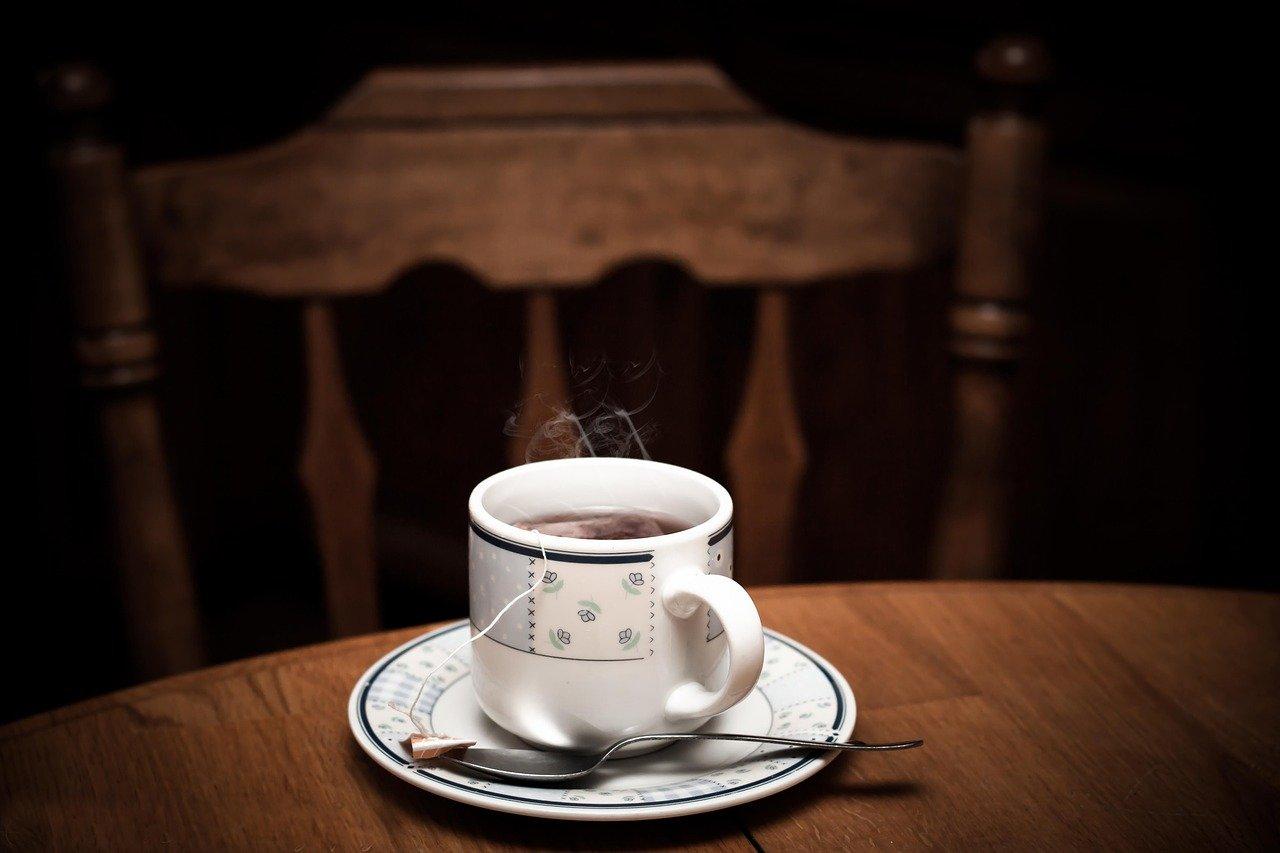 Aus einer mit der eigenen Tassenpresse bedruckten Tasse, schmeckt das Heißgetränk gleich doppelt so gut.