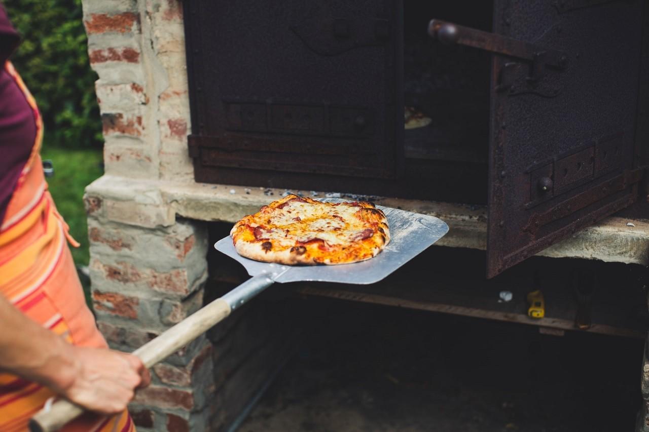 Pizzaschaufeln gibt es mit unterschiedlich langen Stielen/Griffen.