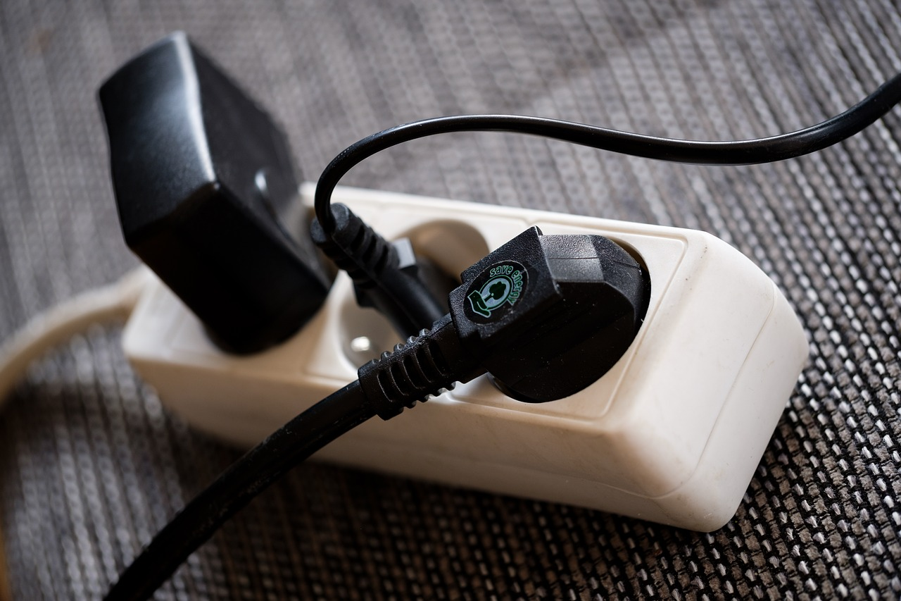 Steckdosenleisten verlängern und vervielfachen gleichzeitig die Anschlussmöglichkeiten von Elektrogeräten in Deinen vier Wänden.