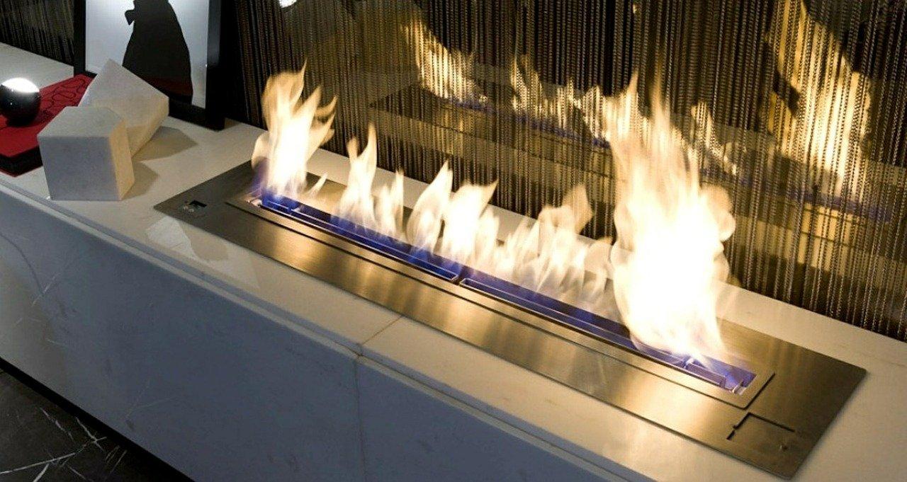 Die meisten Tischkamine werden mit Ethanol betrieben und erzeugen dadurch echte Flammen.